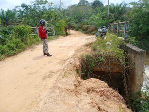 Jembatan Penghubung Desa Suak Putat Menuju Tanjung Lanjut Rusak Parah
