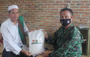 Kodim 0420/Sarko Bagikan Sembako ke Yayasan Ibnu Kasim