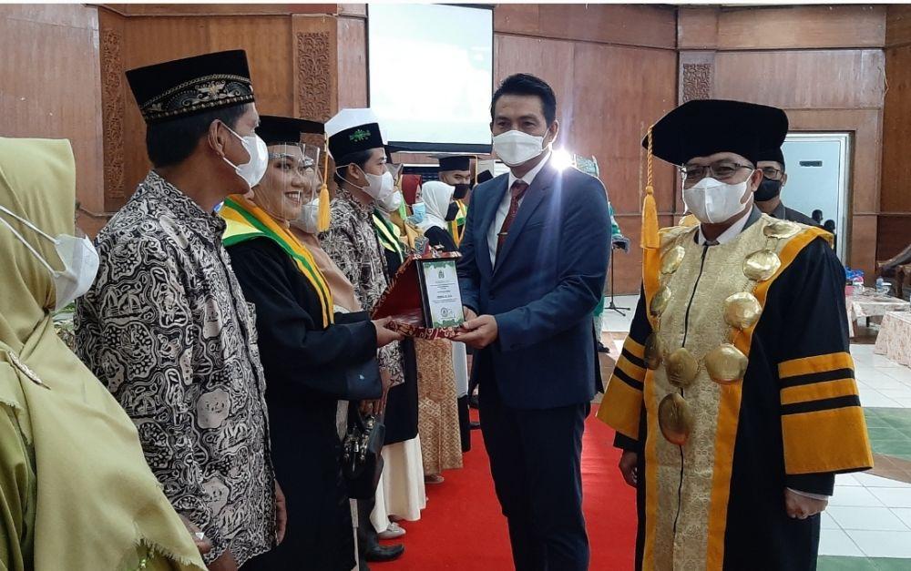 Bupati Fadhil Hadiri Wisuda 221 Mahasiswa IAI Nusantara Batanghari
